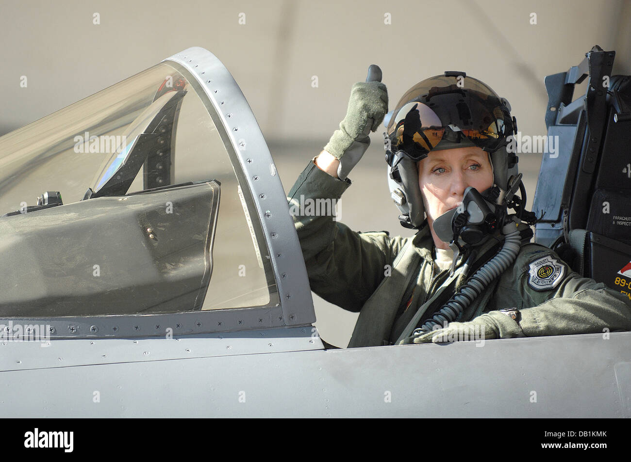 U.S Air Force Col. Jeannie Leavitt, 4th Fighter Wing commander, signals her crew chief before taking flight at Seymour - Stock Image
