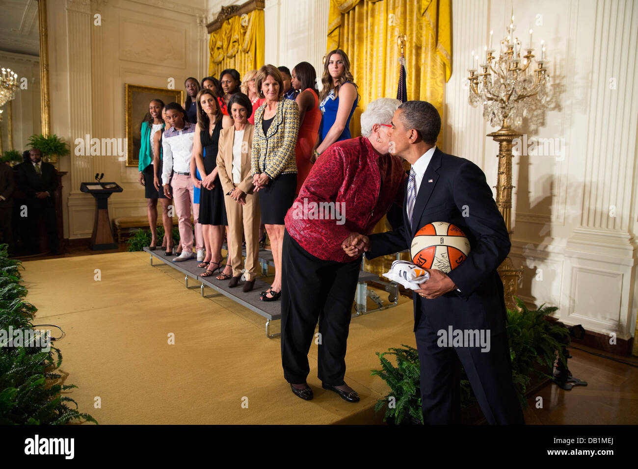 US President Barack Obama congratulates head coach Lin Dunn as she and the WNBA Champion Indiana Fever attend an - Stock Image