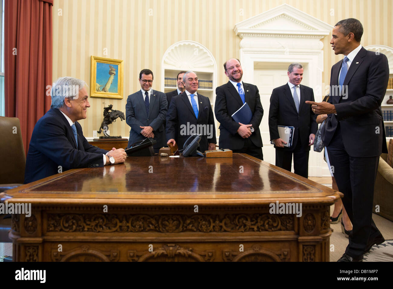 US President Barack Obama jokes with members of the Chilean delegation as President Sebastián Piñera of - Stock Image