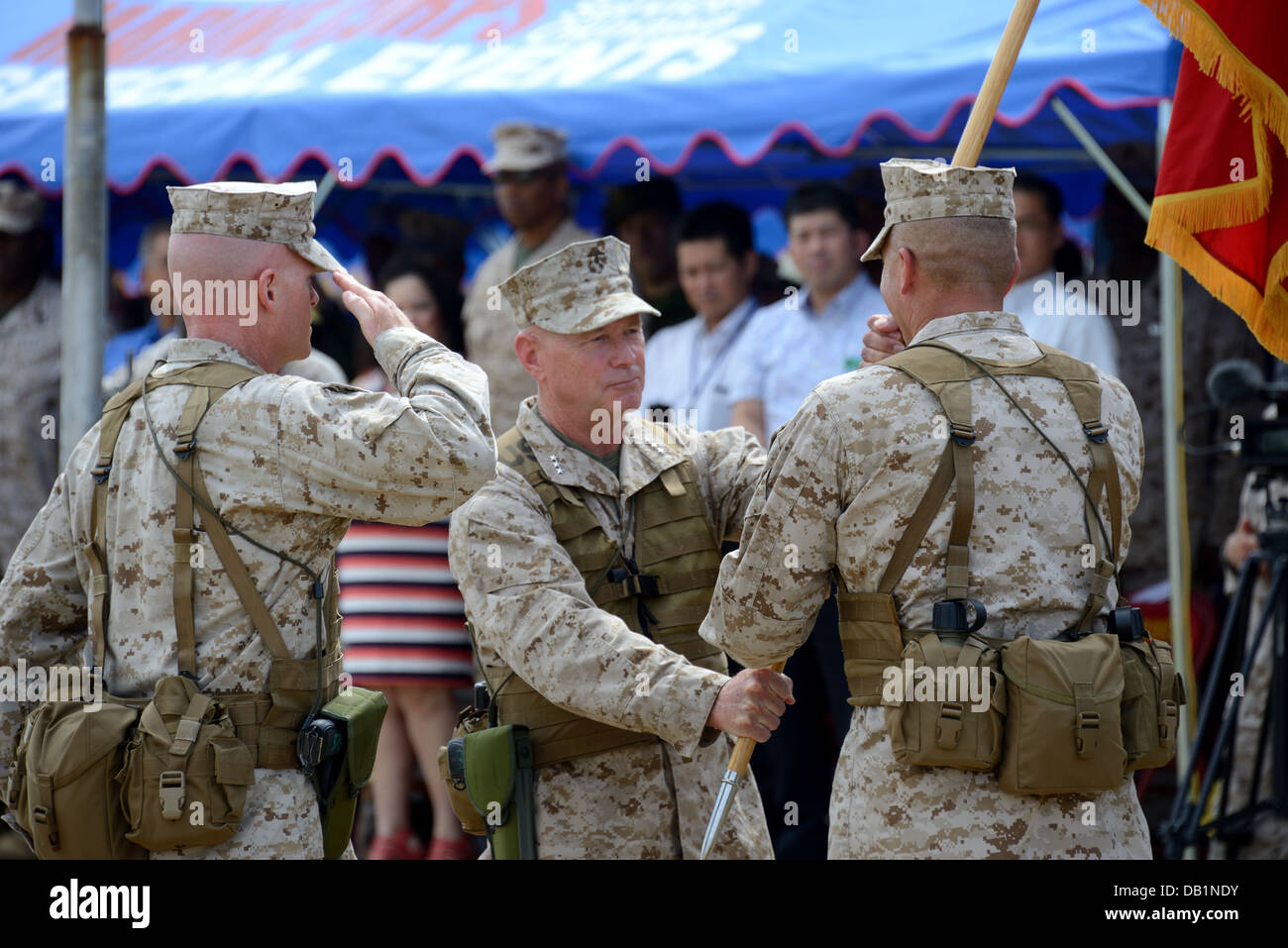 Lt. Gen. Kenneth J. Glueck Jr., center, passes the III Marine Expeditionary Force organizational colors to Lt. Gen. - Stock Image