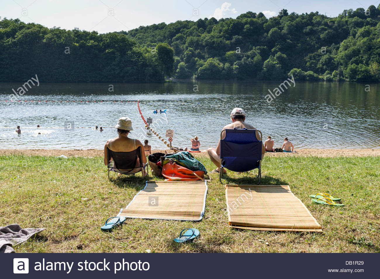 Le Bourg-d'Hem, Limousin, France. 22nd July, 2013. People sunbathing at a beach on the Creuse river. Temperatures - Stock Image