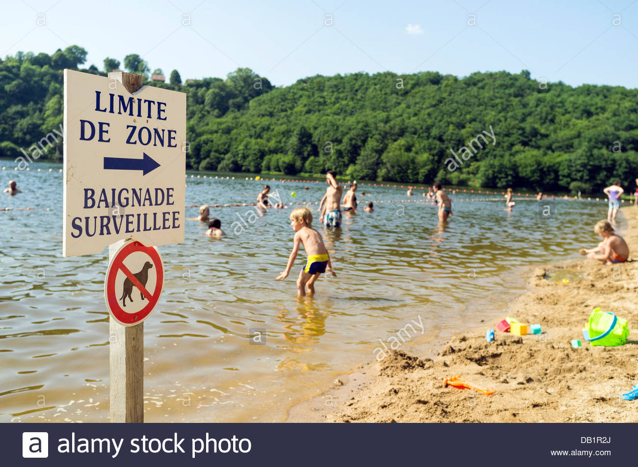 Le Bourg-d'Hem, Limousin, France. 22nd July, 2013. People cooling off at a beach on the Creuse river to escape - Stock Image