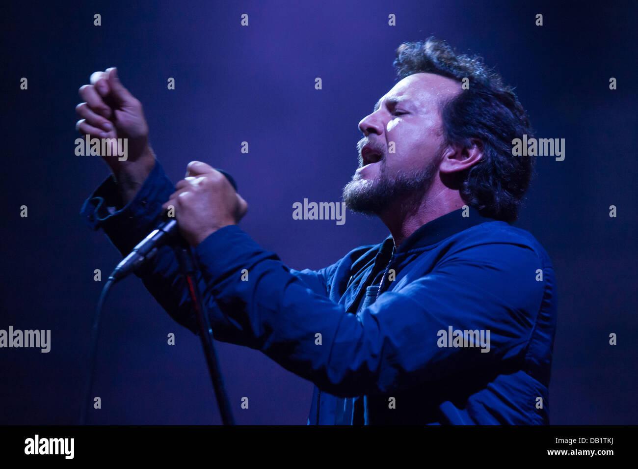 Eddie Vedder Stock Photos & Eddie Vedder Stock Images - Alamy
