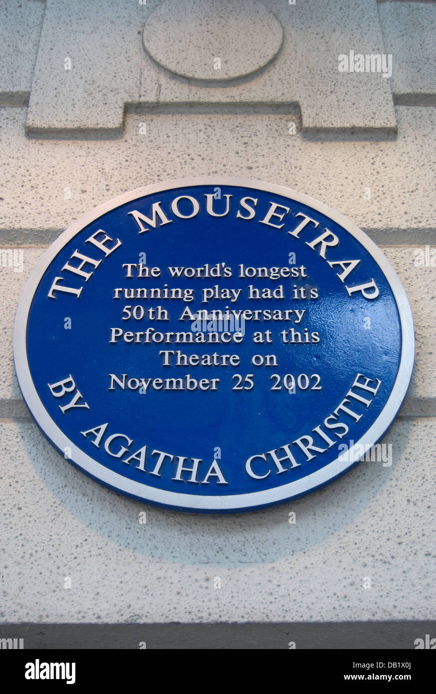 blue plaque marking the fiftieth anniversary of agatha christie's play, the mousetrap, st martin's theatre, - Stock Image