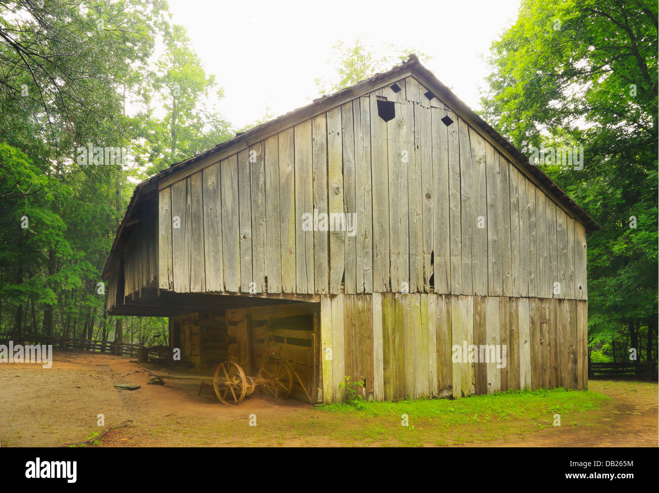 Laquire Cantilever Barn, Cable Mill Area, Cades Cove, Great Smoky Mountains National Park, Tennessee, USA - Stock Image