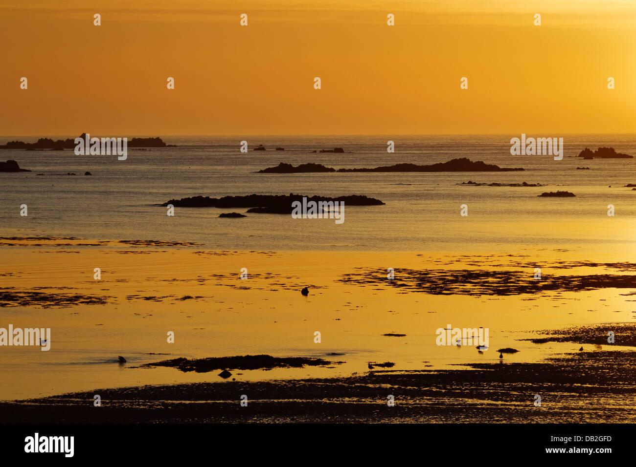 Sunset across L'Eree Bay Channel Islands, UK LA005914 - Stock Image