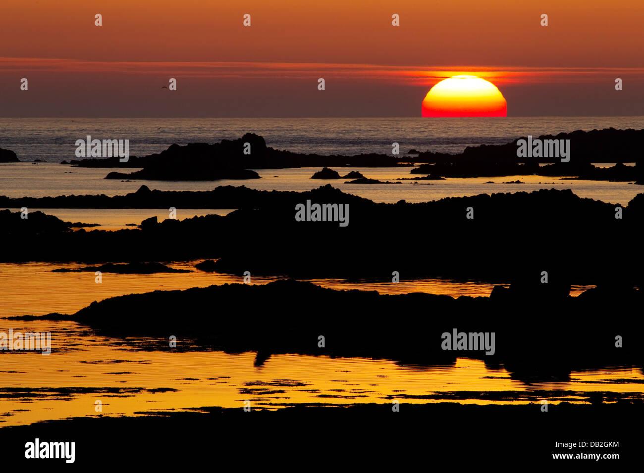 Sunset across L'Eree Bay Channel Islands, UK LA005920 - Stock Image