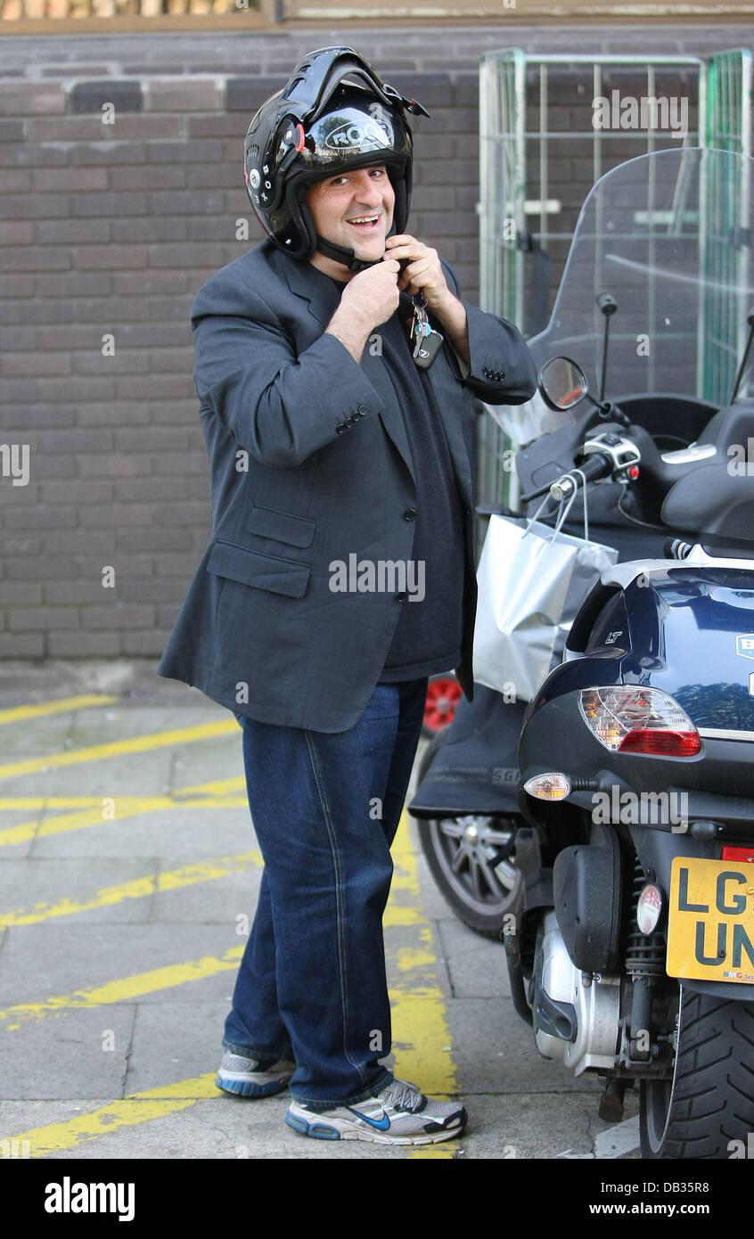 Omid Djalili  outside the ITV studios London, England - 08.04.11 - Stock Image