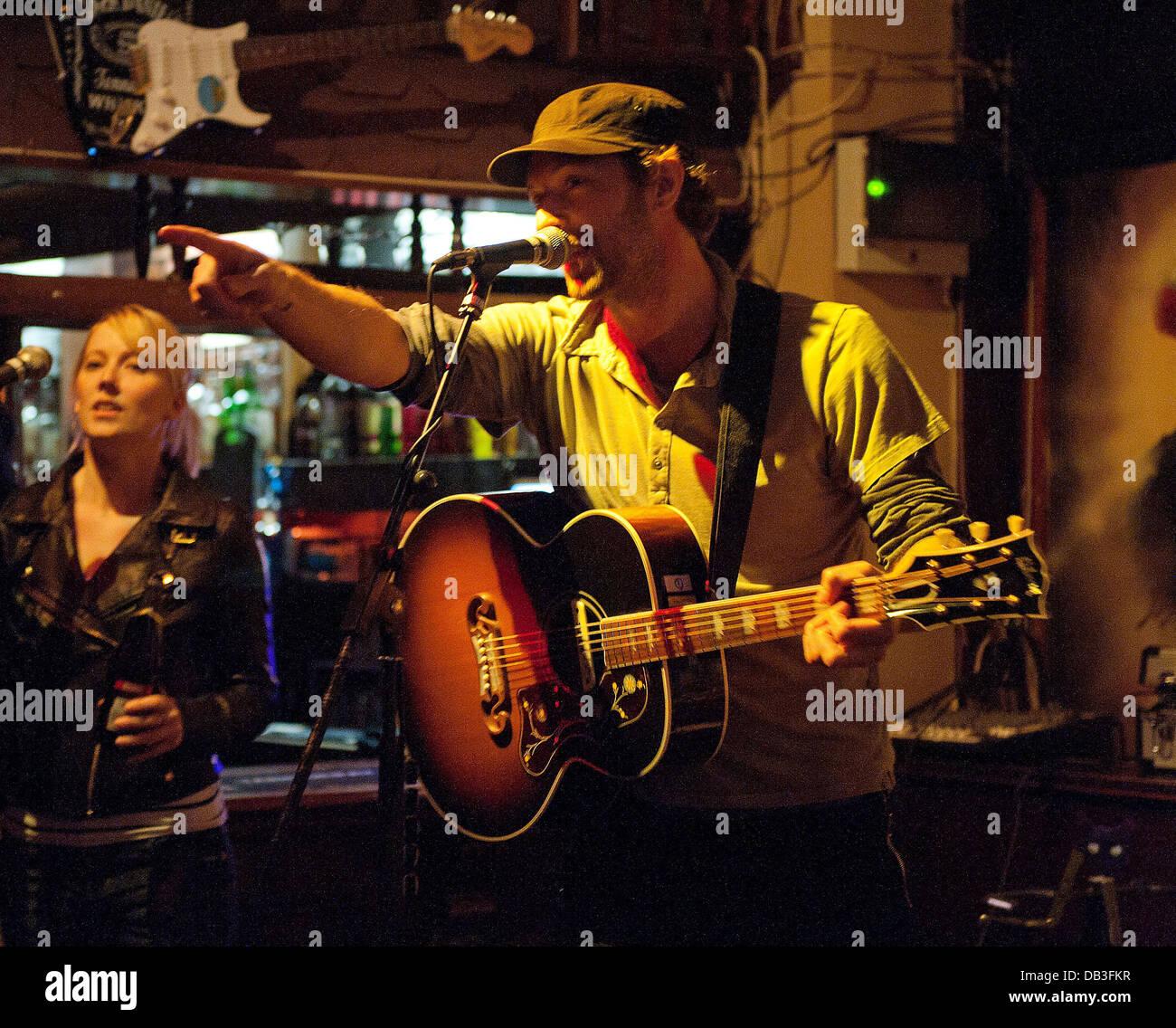 Chris Martin of Coldplay performs at Boogaloo. London, England - 13.04.11 - Stock Image
