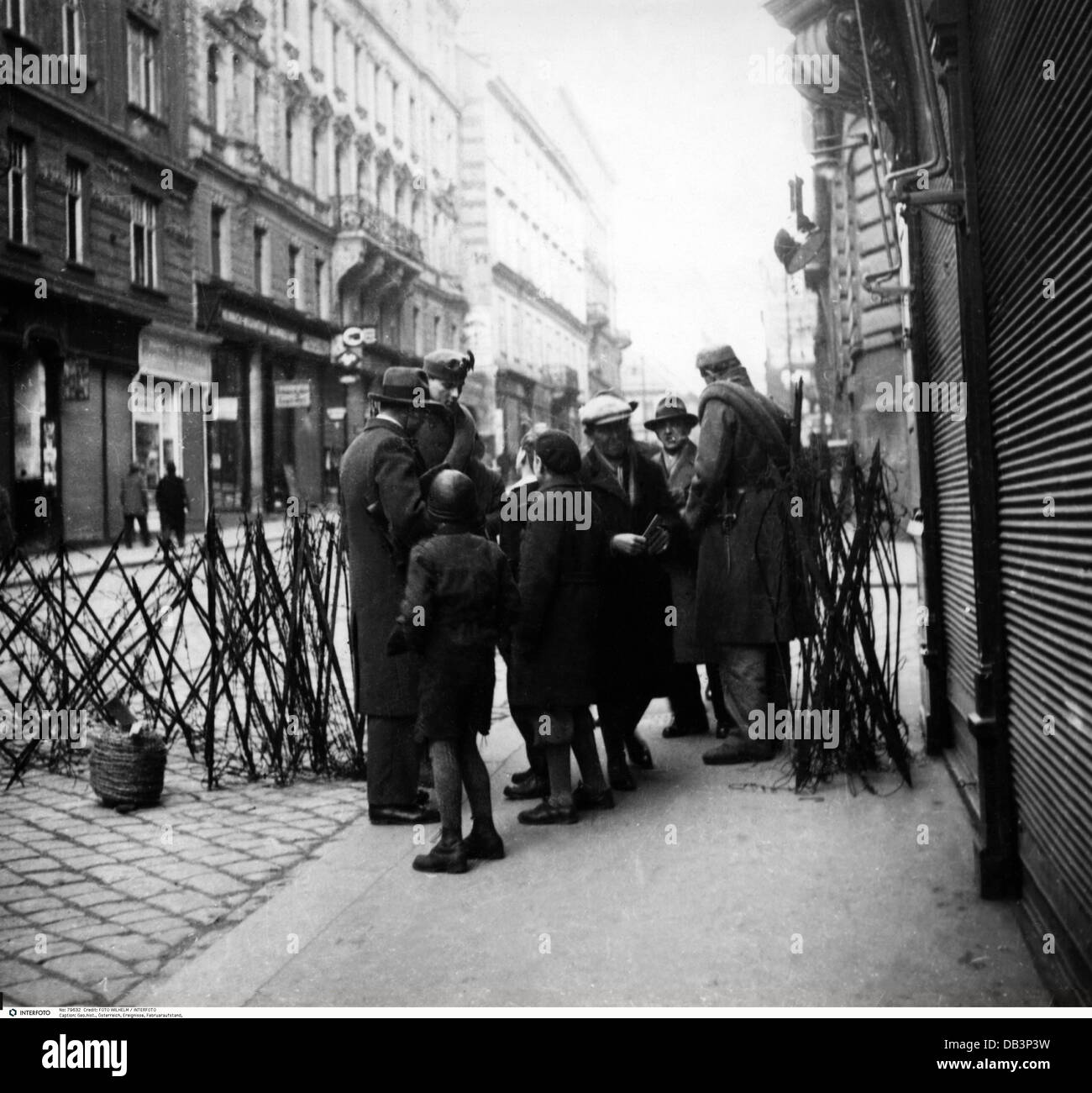 geography / travel, Austria, February Uprising, Vienna, road block of the home guard, 12.2.1934 - 14.2.1934, Additional - Stock Image