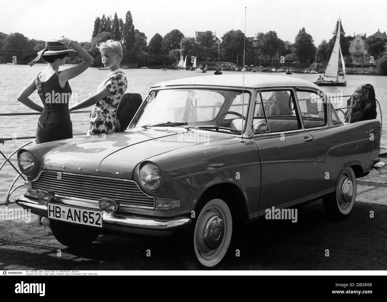 transport / transportation, car, vehicle variants, Lloyd, two women standing beside a car, Bremen, Germany, 1950s, - Stock Image