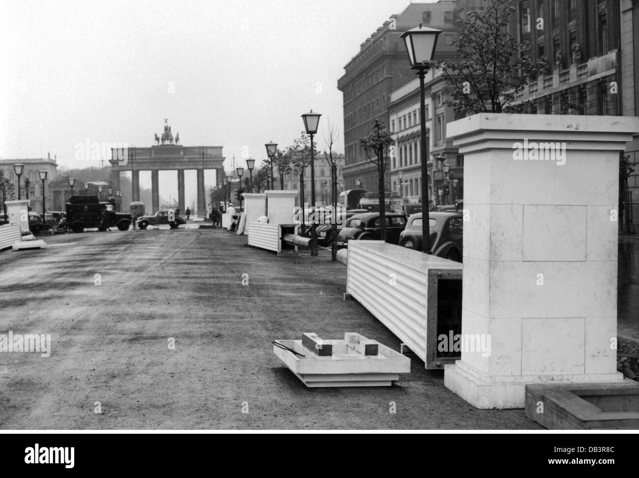 Urban Street 1930s Black And White Stock Photos Amp Images