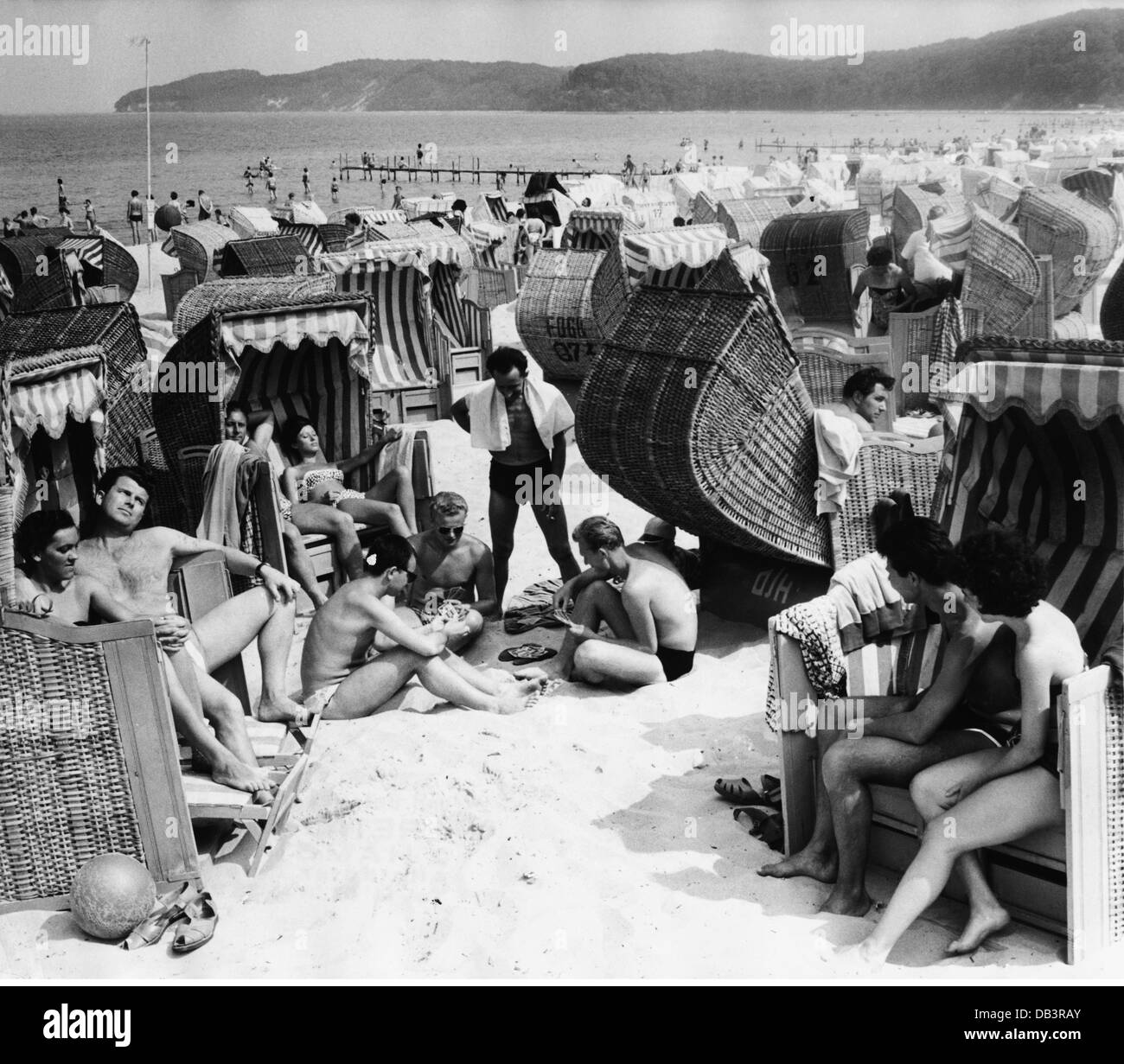 tourism, tourists on the beach, Baltic Sea, Germany, 1962, Additional-Rights-Clearences-NA - Stock Image