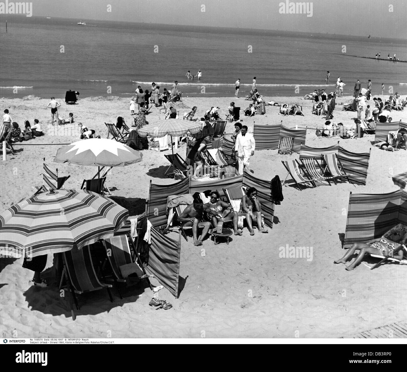 tourism, tourists, on the beach, Belgium, 1960, Additional-Rights-Clearences-NA - Stock Image