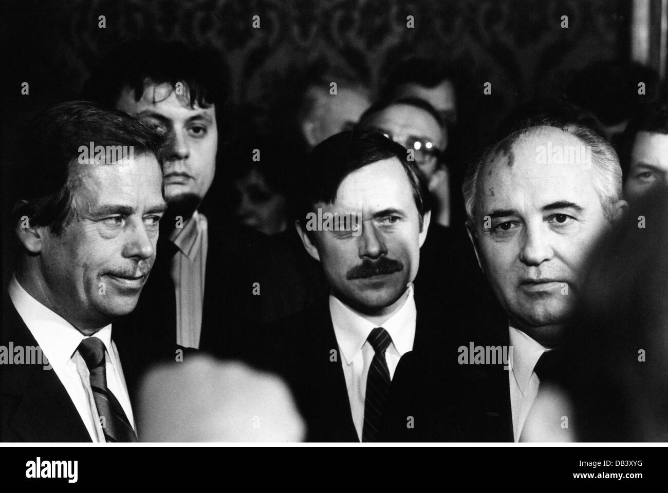 Mikhail Gorbachev, * 2.3.1931, Soviet politician (CPSU), group picture, with an interpreter and the Czech politicians - Stock Image