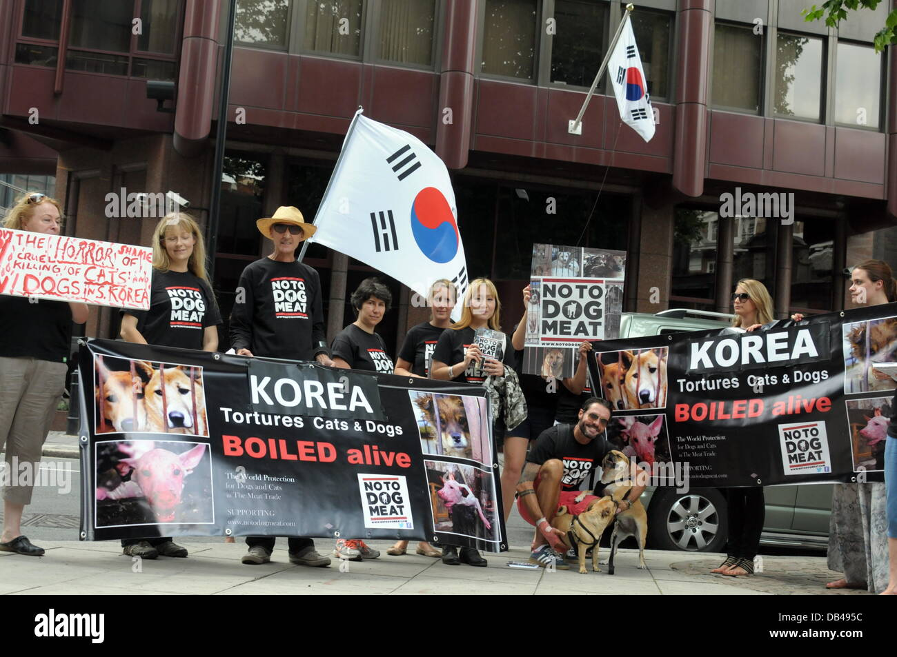 Actives holding a Korean flag and placards protest against the South Korea over the next sixty days for the dog - Stock Image