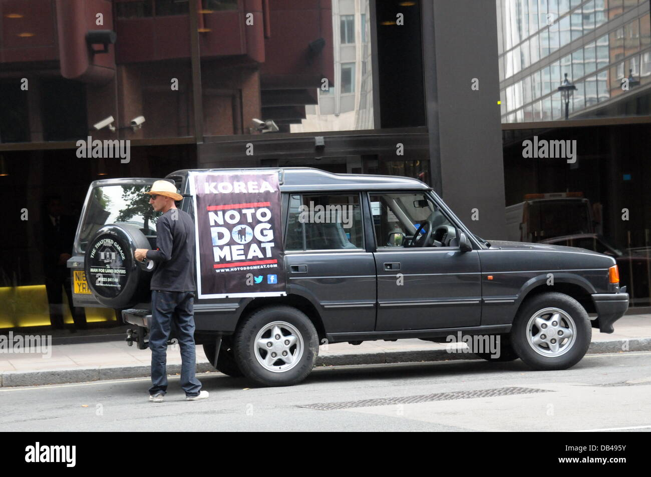 Actives protest pulling a placard on the car against South Korean of the fifteen thousand dogs will be brutally - Stock Image