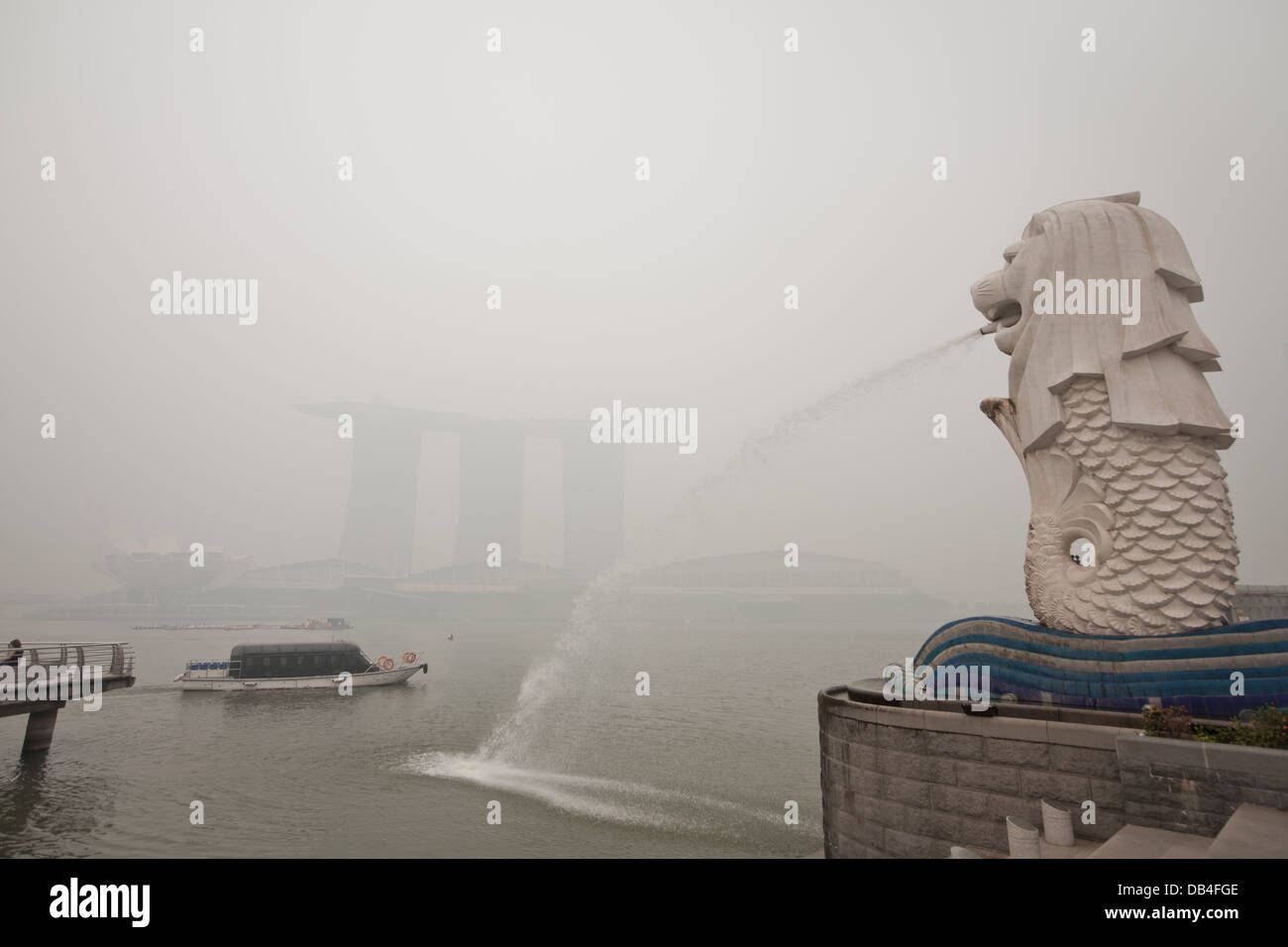 The haze crisis in Singapore hits the highest pollutant index level due to forest fires in Indonesia - Stock Image
