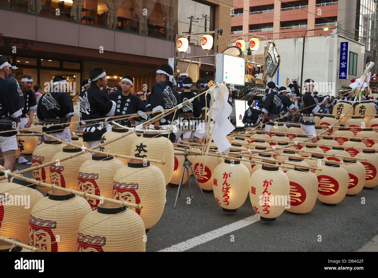 Participants of the Akita Kanto Festival with the lanterns waiting for the festival to begin - Stock Image