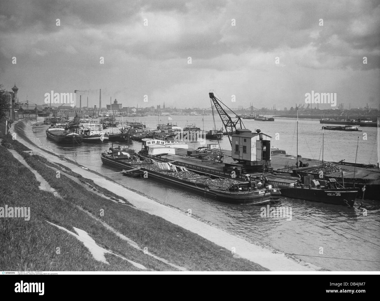 Cargo Ships Black And White Stock Photos Images Alamy Craft Wiring Diagram Industry Shipbuilding Dockyard For Homberg On The Rhine Germany