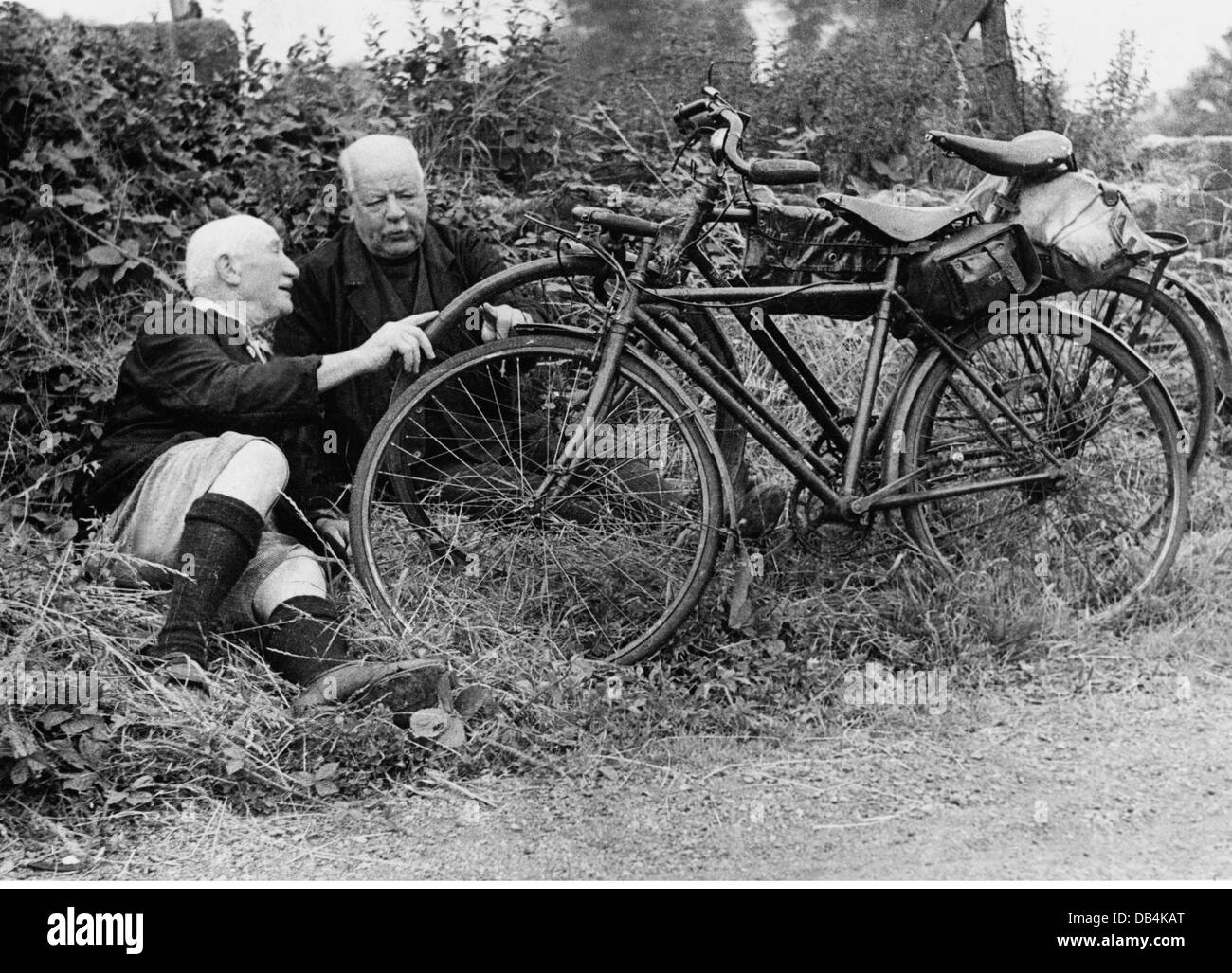 transport / transportation, bike / bicycle, two elder men with their bicycles, resting on roadside, early 1950s, - Stock Image
