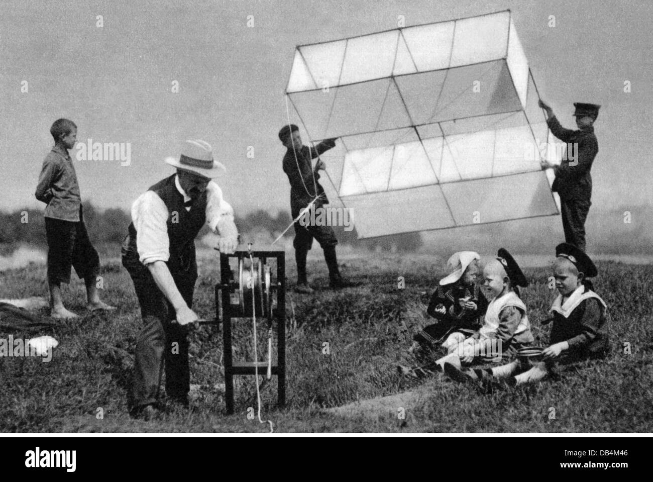 leisure, kiteflying, people letting kites fly, Tempelhof field, Berlin, 1905, Additional-Rights-Clearences-NA Stock Photo