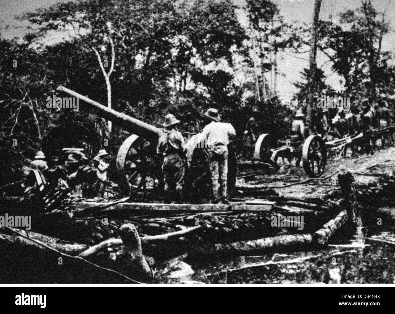 First World War / WWI, Africa, German East Africa, cannon of the sunk German cruiser 'Königsberg' is - Stock Image