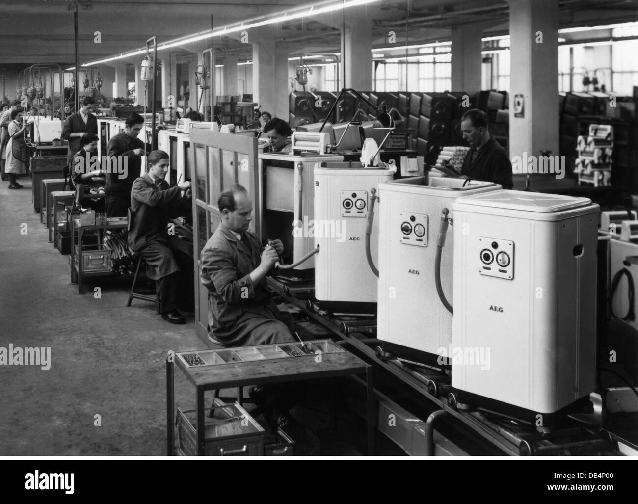 Aeg Black And White Stock Photos Images Alamy Washing Machine Wiring Diagram Industry Household Appliances Manufacturing Of Machines Nuremberg 1950s