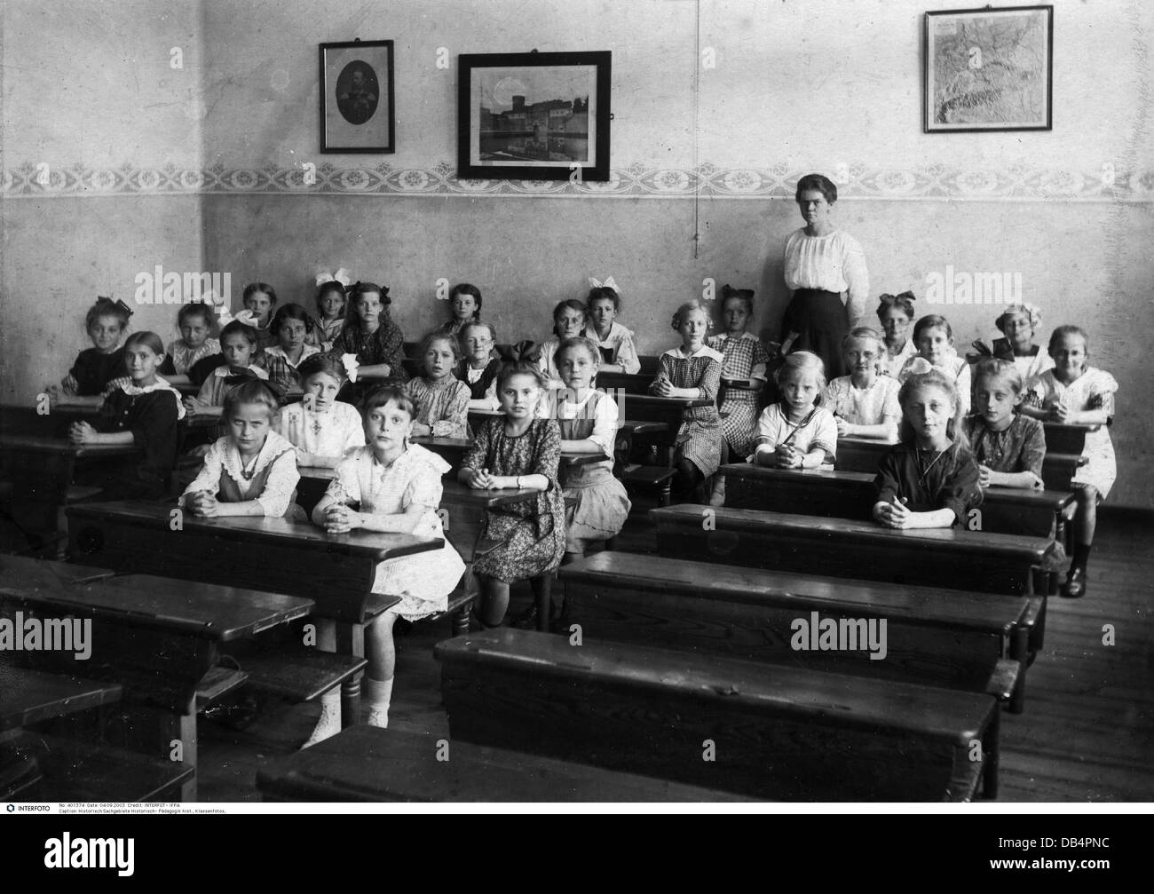 education, group picture of a girl's class, late 19th century Stock Photo -  Alamy
