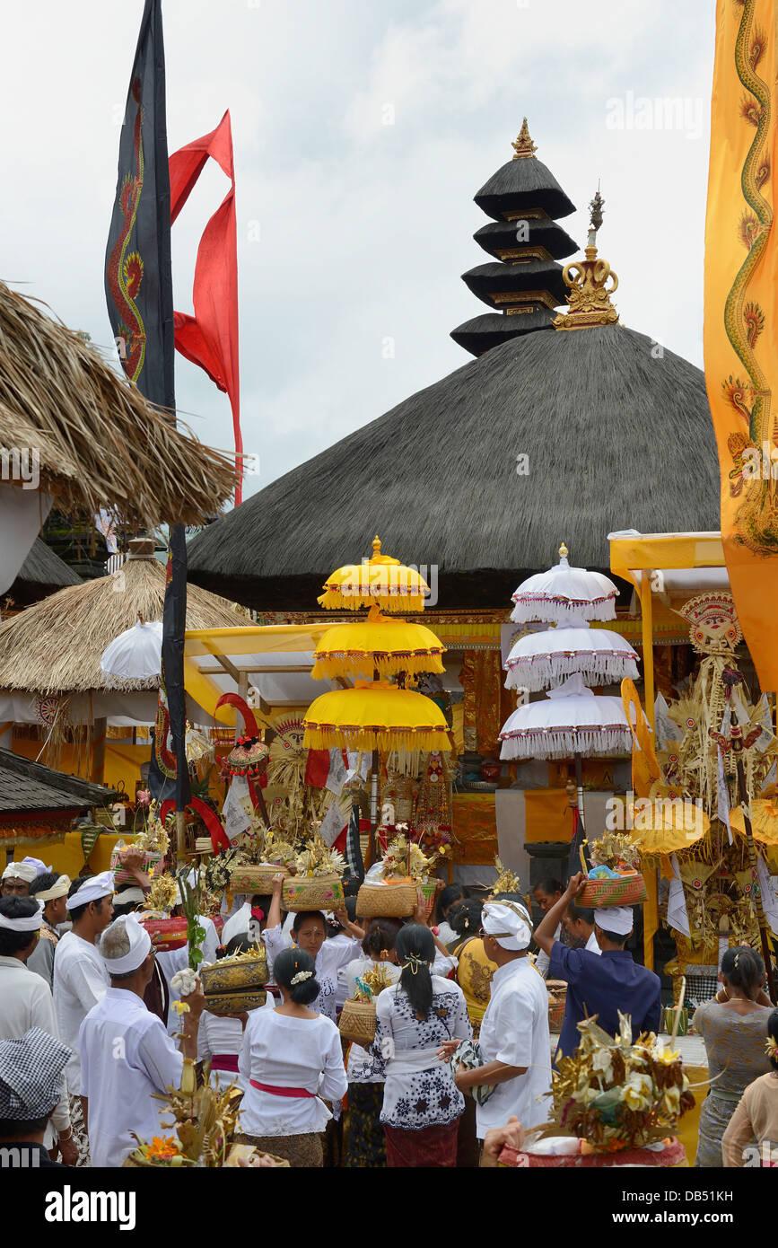 Indonesia, Bali, Hinduism religious ceremony at the Pura Besakih temple - Stock Image