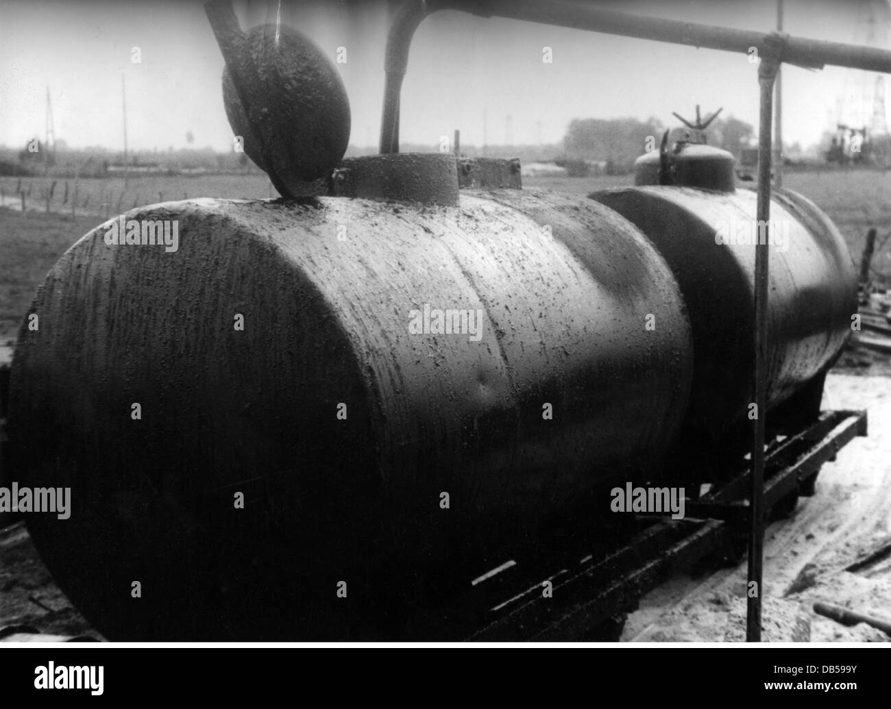 events, Second World War / WWII, Germany, wartime economy, petroleum from Emsland, filling up tanks, Additional - Stock Image