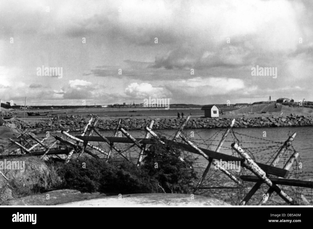 events, Second World War / WWII, Greece, Balkans Campaign 1941, barbed wire entanglement at the coast, April / May - Stock Image