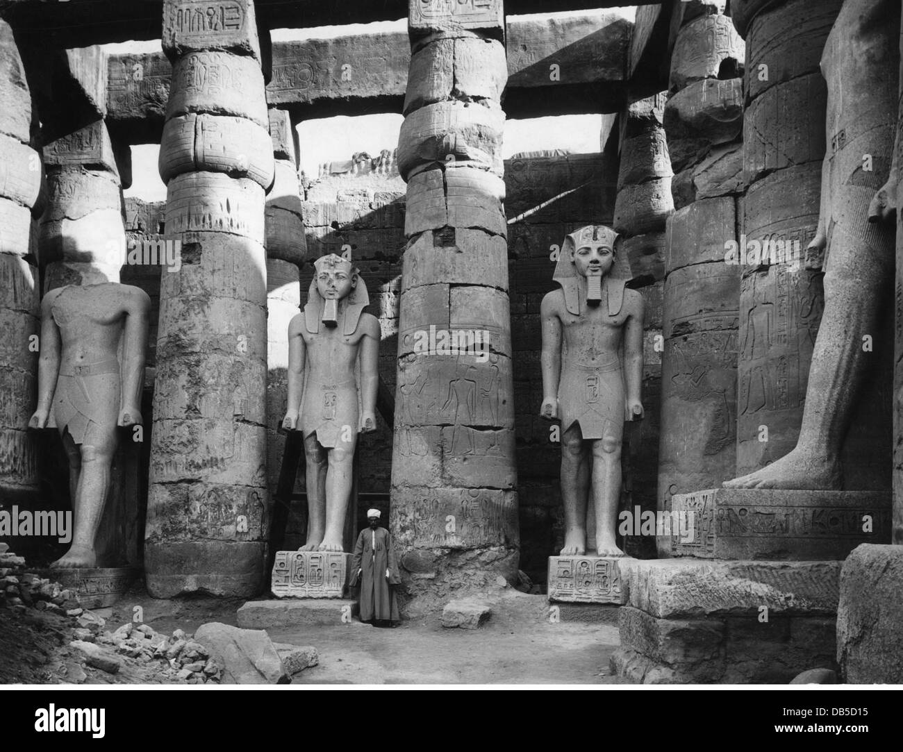 travel /geography, Egypt, Luxor, buildings, temple of Ramesses II, southern part, statues of Pharaoh Amenhotep III, - Stock Image