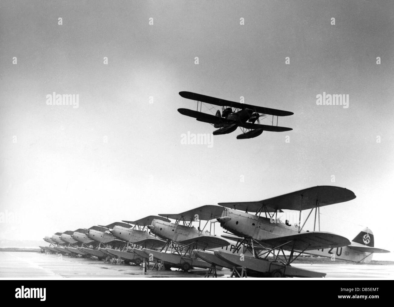 transport / transportation, aviation, seaplanes, Germany, Heinkel seaplanes, below (entire line): He 42, above (flying): - Stock Image