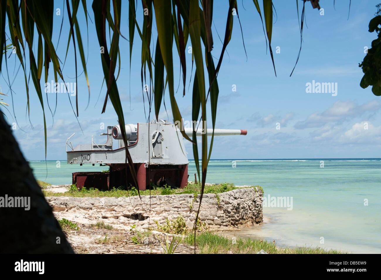 An abandoned World War II coastal defense gun on Red Beach Three July 19, 2013 on the South Pacific island of Tarawa. - Stock Image