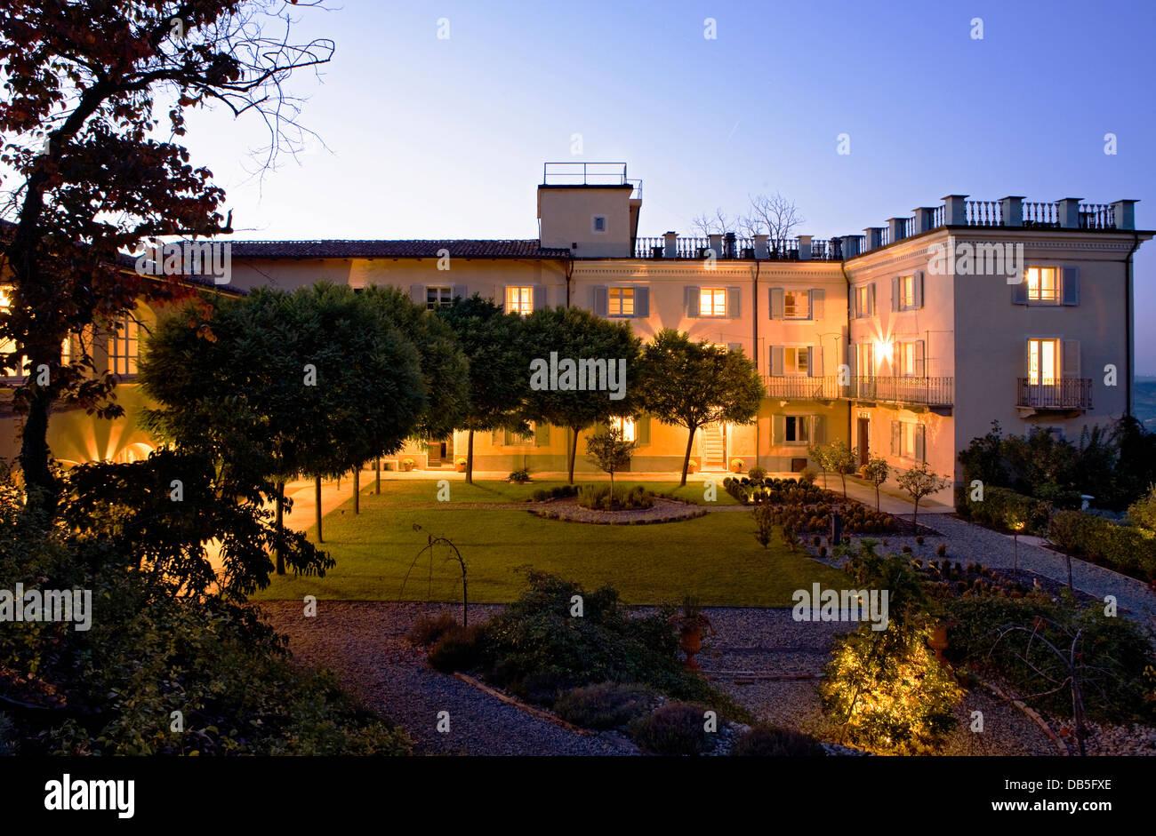 Italy, Piedmont, Mombaruzzo, La Villa Hotel, a nocturnal view of the ...