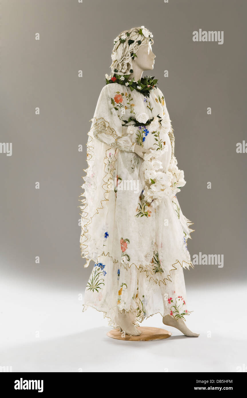 Mannequin in paper dress costume - Stock Image