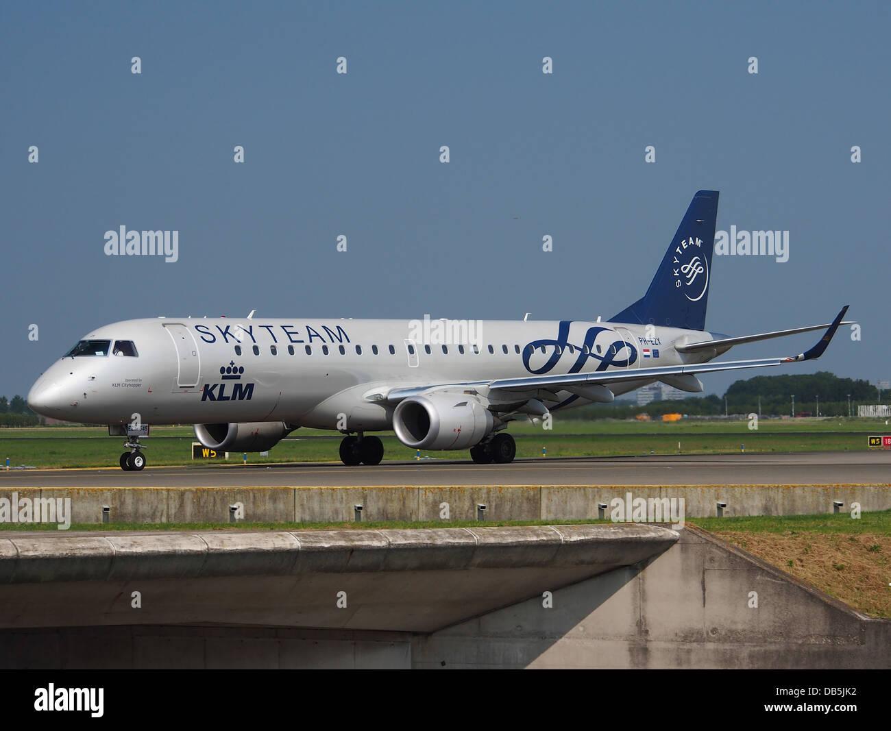 PH-EZX - KLM Cityhopper (Skyteam Livery) Embraer ERJ-190STD (ERJ-190-100) 1 - Stock Image