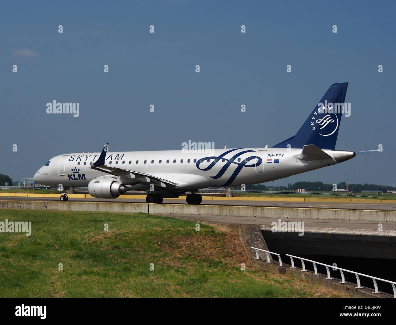 PH-EZX - KLM Cityhopper (Skyteam Livery) Embraer ERJ-190STD (ERJ-190-100) 3 - Stock Image