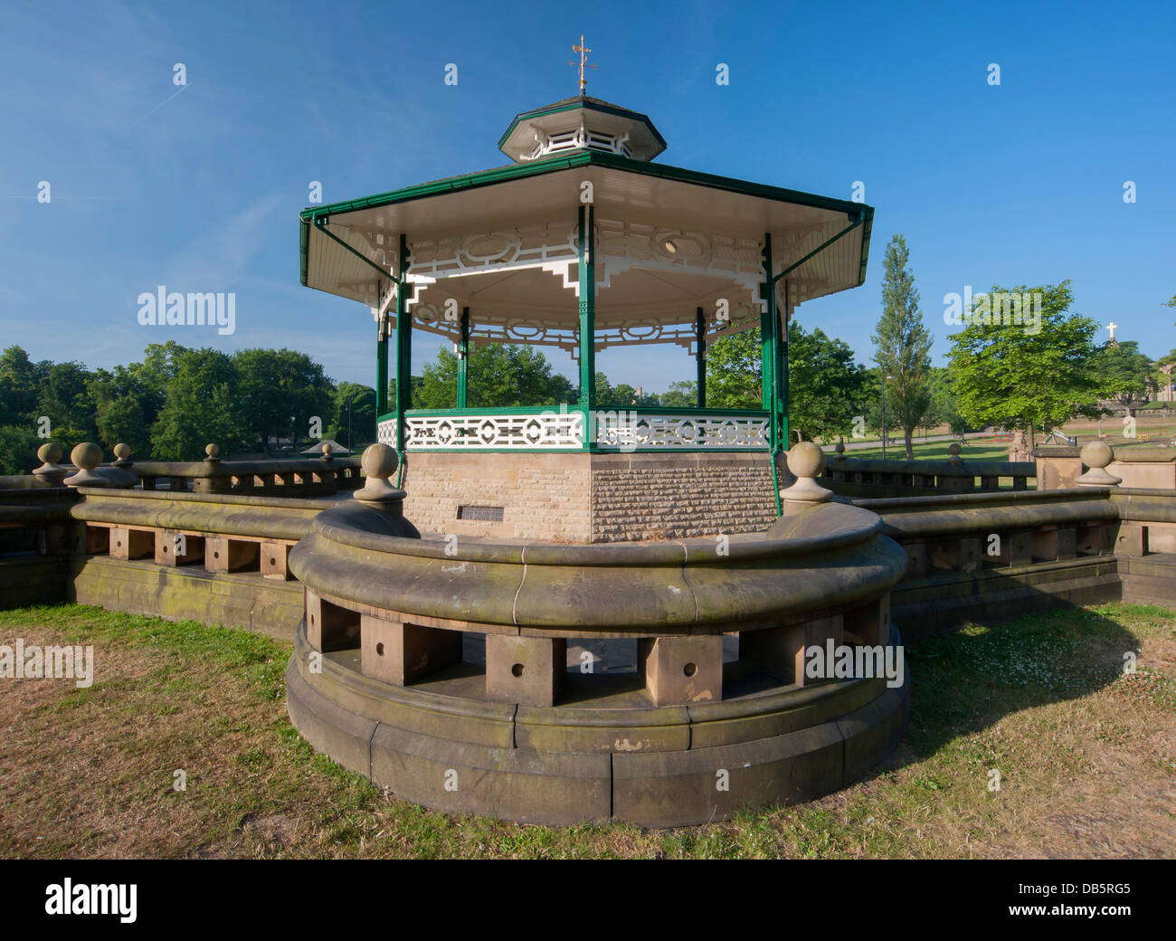detail of the sandstone curved wall surrounding the bandstand at Greenhead park, Huddersfield - Stock Image