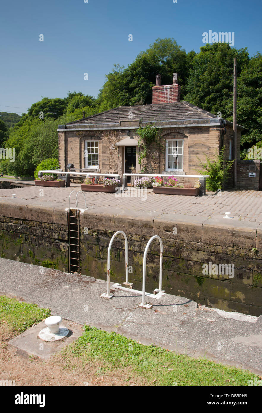 canalside house by lock - Stock Image