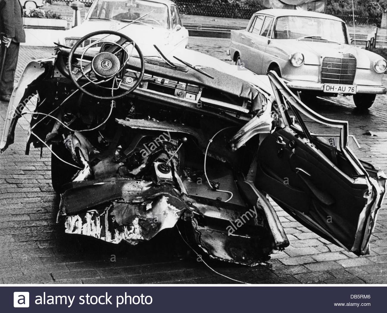 transport / transportation, cars, car crashes, totally destroyed ...