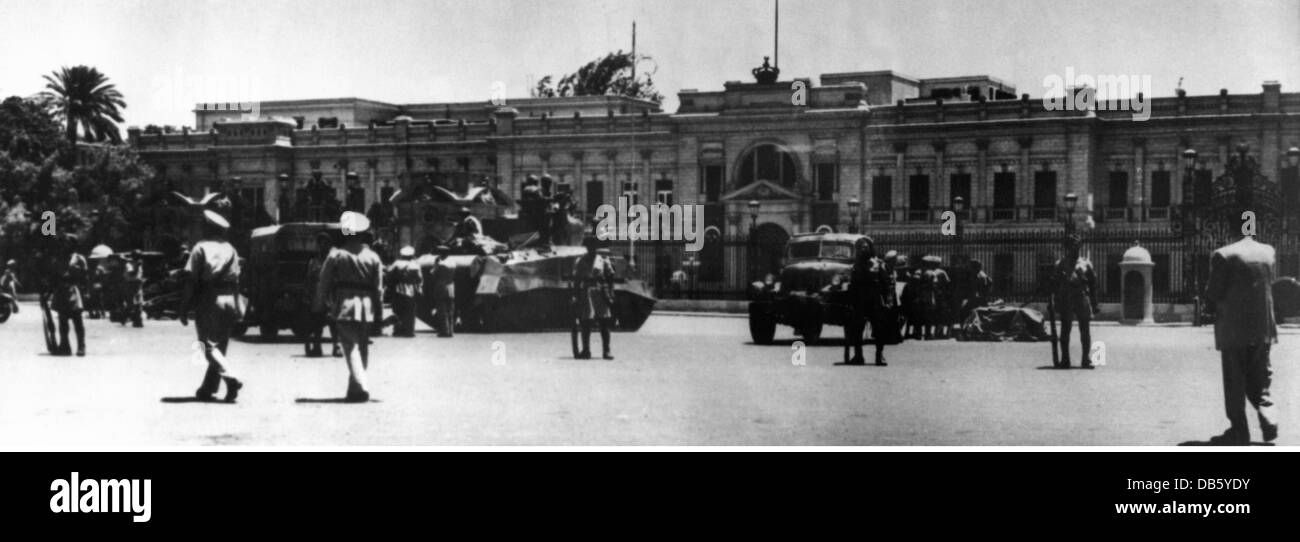 Events Second World War North Africa Egypt Cairo Siege Of Abdeen Palace By The British 421942 Additional Rights Clearences NA