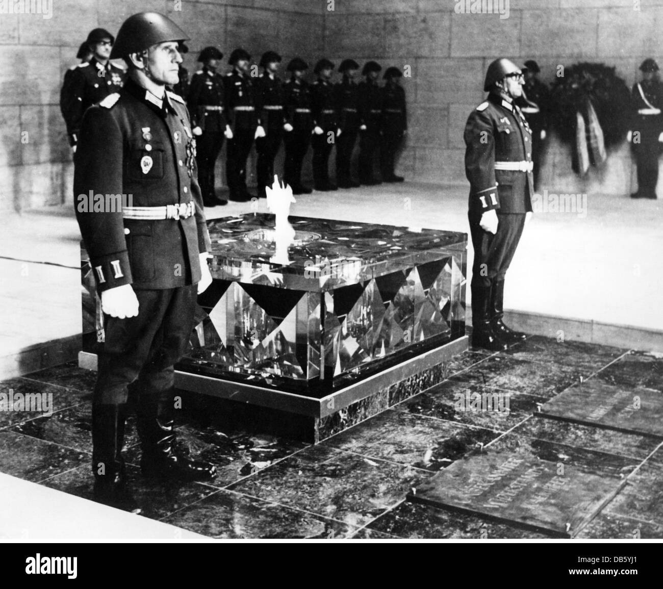 military, Germany, Nationale Volksarmee,(National People's Army), ceremonies, consecration oth the tomb of the - Stock Image