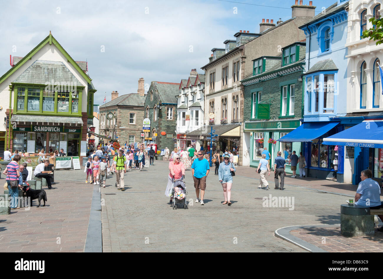 The town centre of Keswick, a tourist attraction in the Lake District. - Stock Image