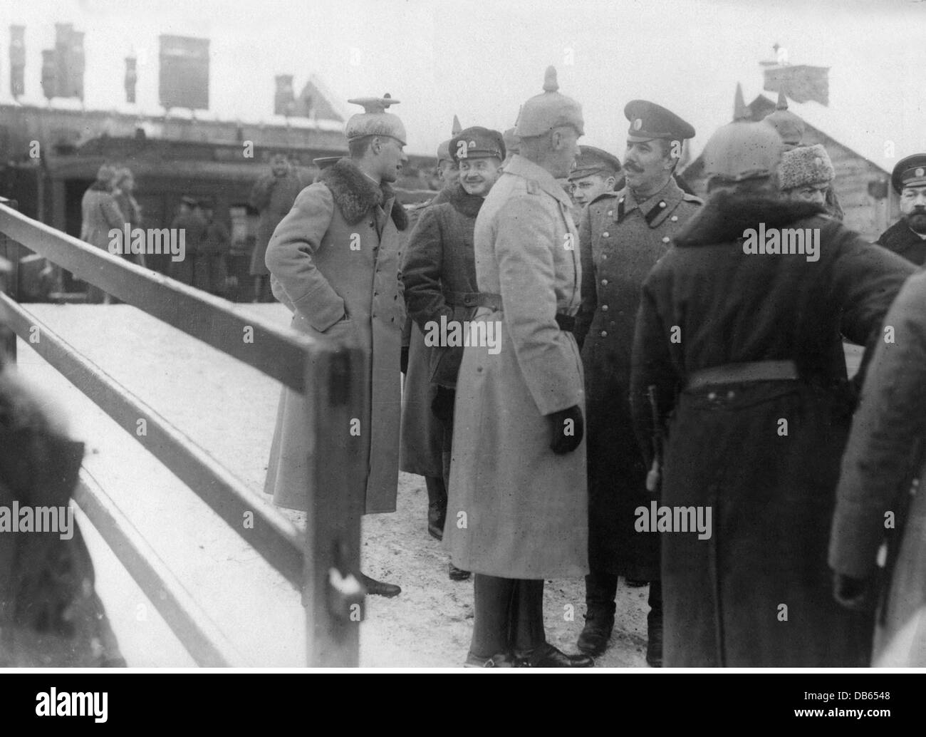 events, First World War / WWI, Treaty of Brest-Litovsk, 3.3.1918, officers of the German and the Russian delegation - Stock Image
