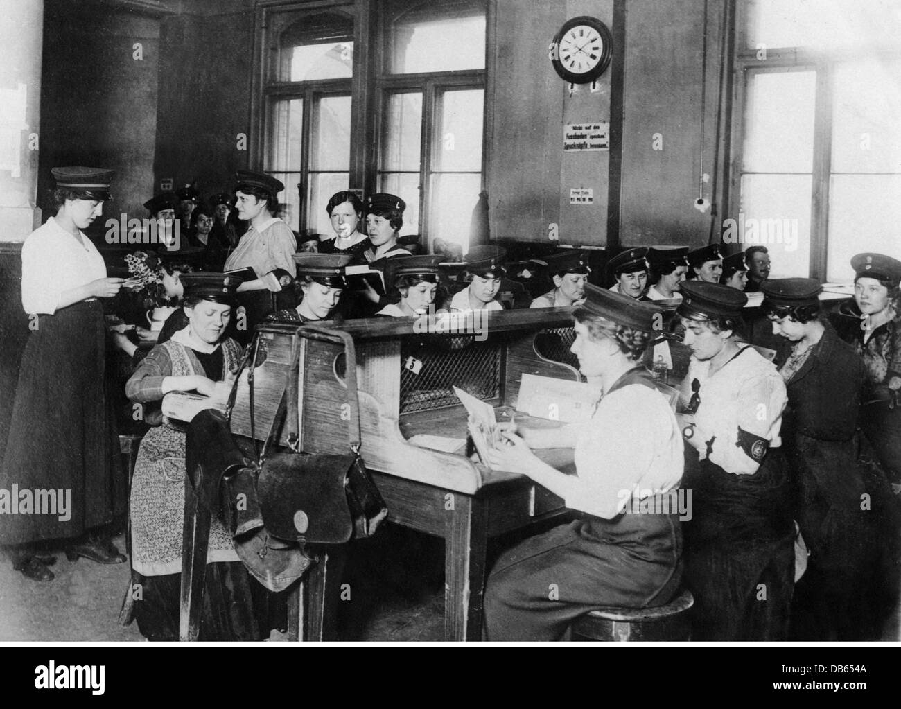 mail / post, postwomen, women sorting military mail during World War I, Germany, circa 1916, Additional-Rights-Clearences Stock Photo