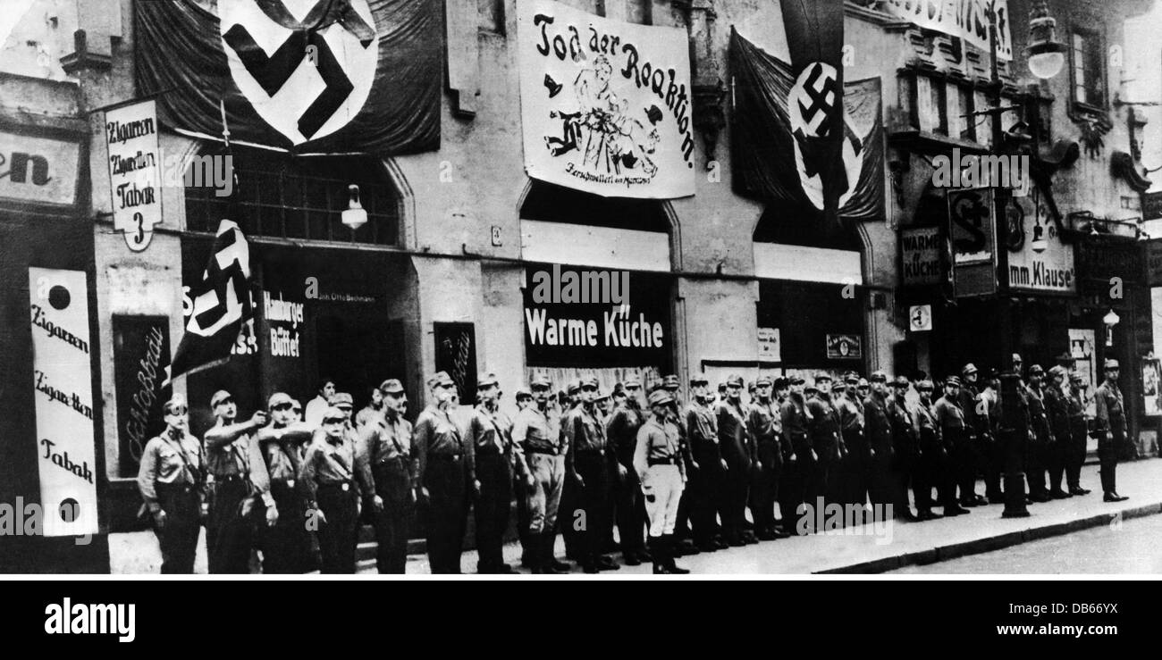 National Socialism, organisations, Sturmabteilung (SA), SA storm in front of a NSDAP party office, Berlin, October - Stock Image