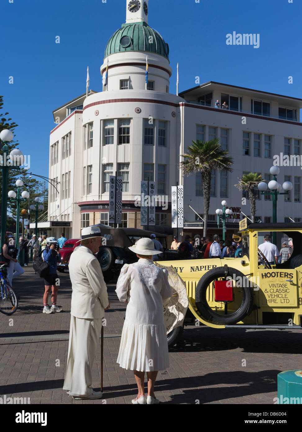 dh Dome TG building NAPIER NEW ZEALAND Elderly couple dressed Art Deco Weekend festival vintage lorry people 1930s - Stock Image