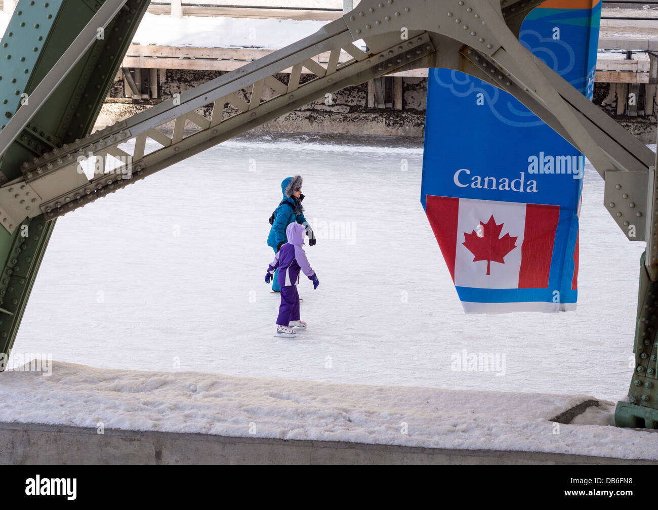 A mother and Daughter Skate under the Laurier Bridge. - Stock Image